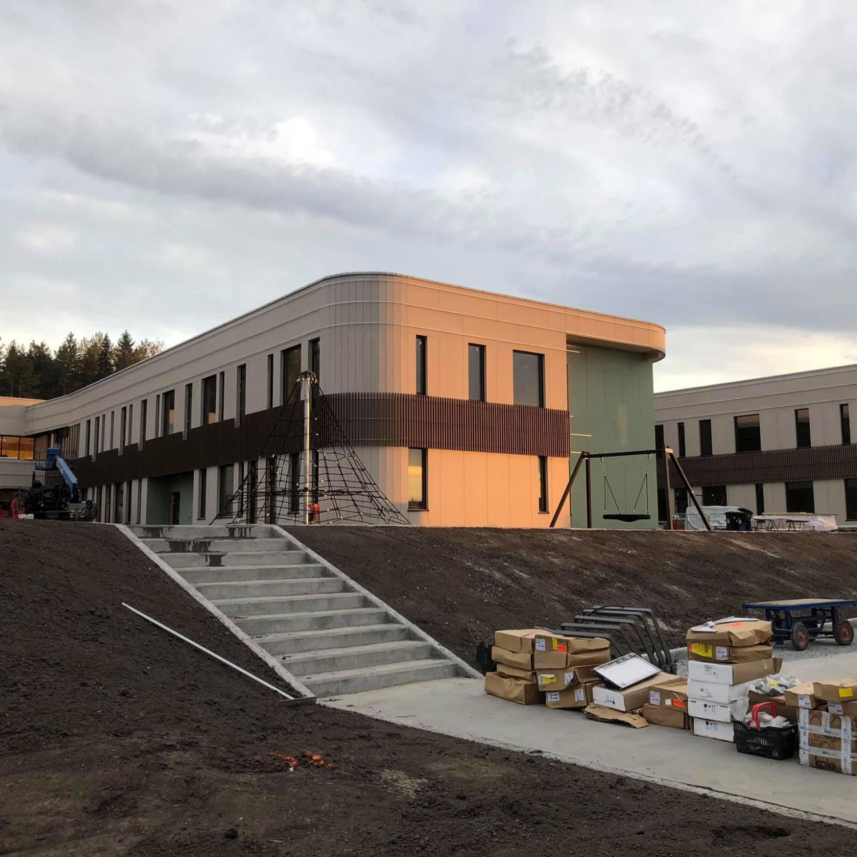 Befaring nye Torvbråten skole i Røyken, Svanemerket skole i tre