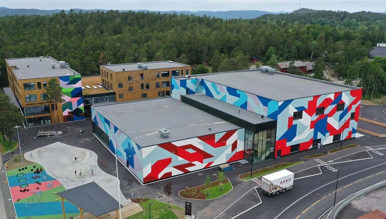 Besøk på nye Bamble u-skole med idrettshall, svømmehall og kultursal